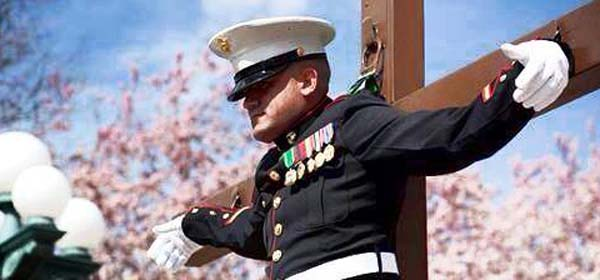 US Marine Hangs on Cross in Washington DC in Protest - SlightlyQualified.com